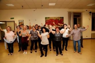 balli di gruppo, ginnastica posturale, gite, teatri ed incontri.